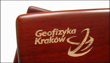 Grawer na opakowaniu drewniano-kartonowym