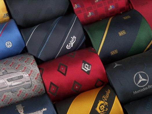 krawaty-z-logo-tkanym