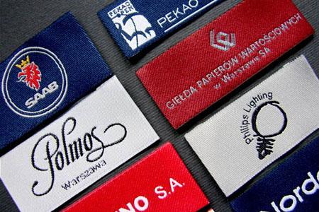 Krawaty z tkaną metką z logo firmy