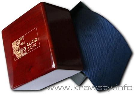 Grawer na opakowaniu drewniano-kartonowym www.krawaty.info