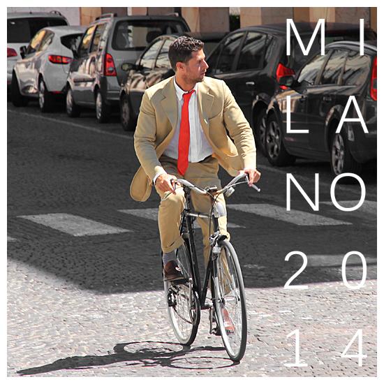 Milano na rowerze w krawacie