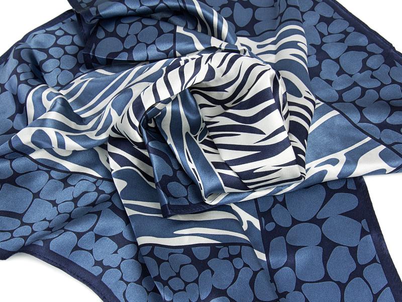 APASZKA LUCY-BLUE 67X67