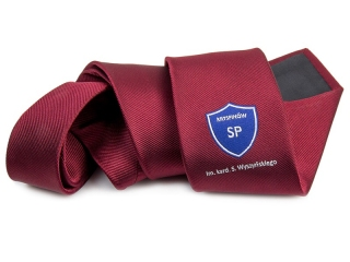 a tie with a logoL l-39ng