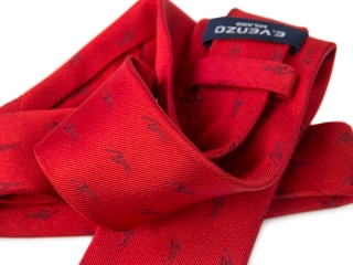 a tie with a logo: golf