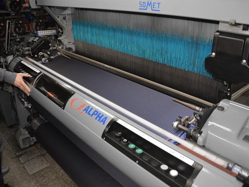 Weaving-of-tie-fabric